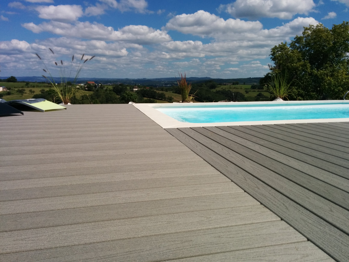 Composite-deck-around-pool